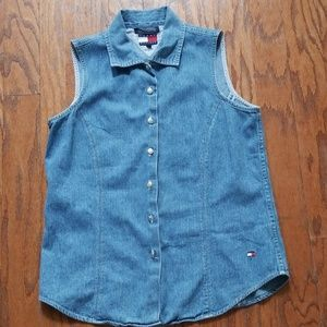 TOMMY HILFIGER SLEEVELESS BUTTON UP TOP SIZE 8